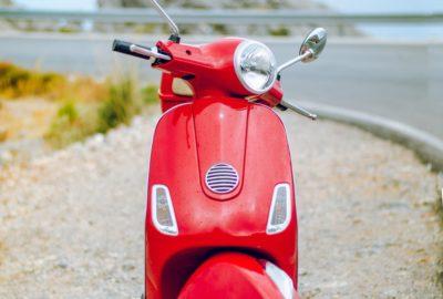 Hvad kan en scooter, som en knallert ikke kan?